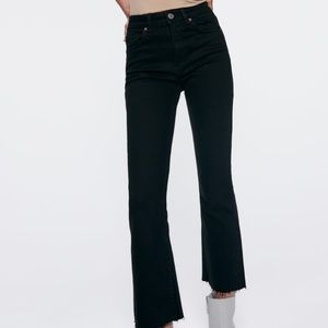 Zara Jeans - Zara -Mid Rise Cropped Flared Jeans in Black!